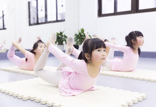 少儿舞蹈基本功——压腿可少不了!