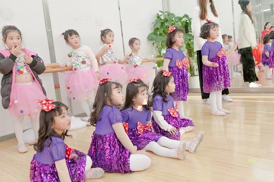 学舞蹈,是孩子的梦想,还是家长的梦想?