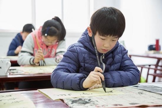 孩子学习书法重要的是养成良好的书法习惯!