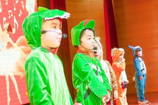 孩子舞台上口才表演时总是紧张,平时这几点家长要注意了!