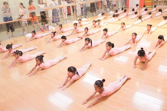 学习舞蹈,你根本不练,怎么可能和别人跳的一样好?