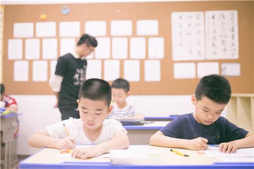 孩子学习书法,一定要监督,可不是交给老师就完事了
