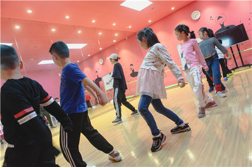 孩子学习街舞的原因可多了