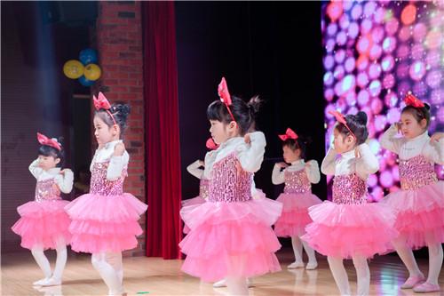 孩子学舞蹈,孩子这么小能学什么东西