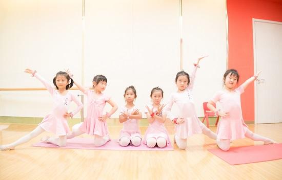 為什么學舞蹈要統一練舞服