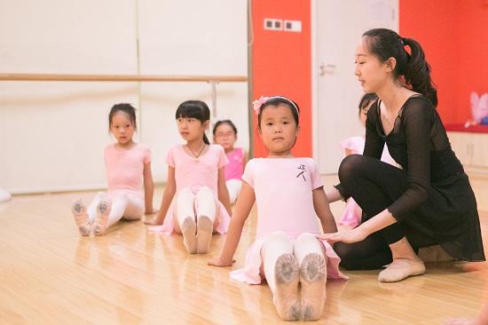 幼儿适合学舞蹈的信号,家长可别错过!