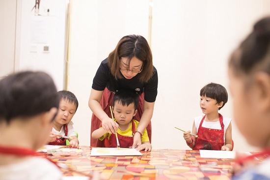 还在犹豫给孩子报什么艺术班吗?