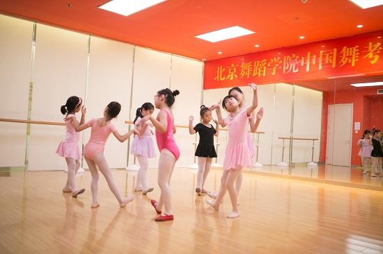孩子学跳舞三心二意?家长要守住阵线!