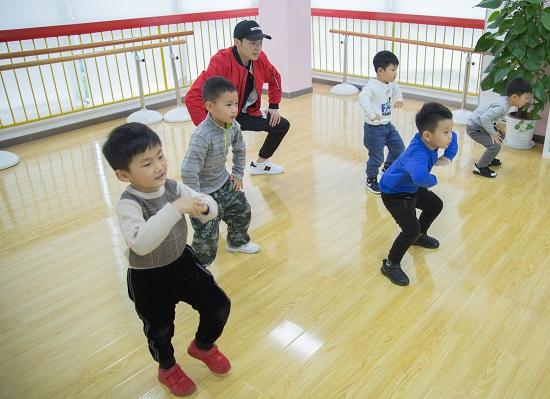 五岁的孩子学街舞会不会太早了?