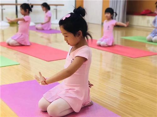 孩子学舞蹈,可以帮助孩子养成很多好习惯