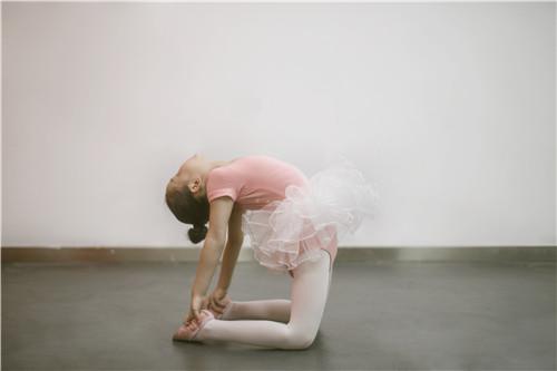 孩子学舞蹈,跳跳就完事了吗?