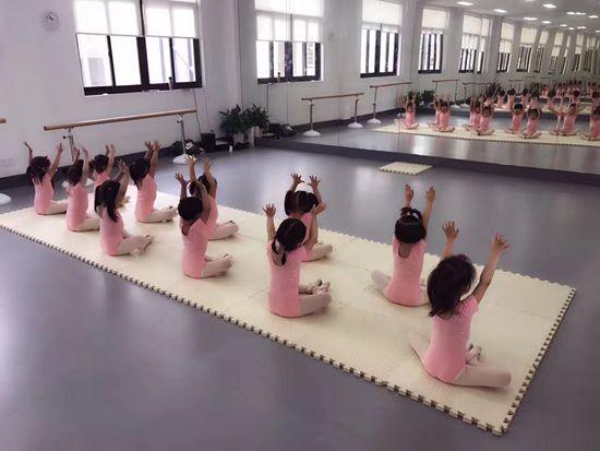 在南京小孩子学习舞蹈重要的是科学系统!