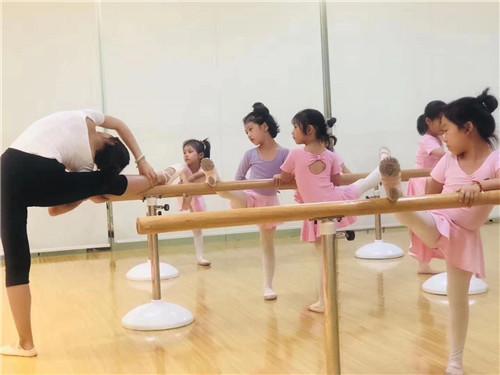 孩子学舞蹈,这件事家长一定要知道!