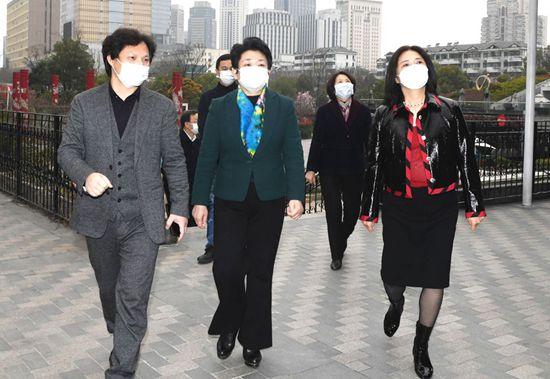 热烈欢迎|江苏省政协黄莉新主席莅临正人集团慰问考察指导