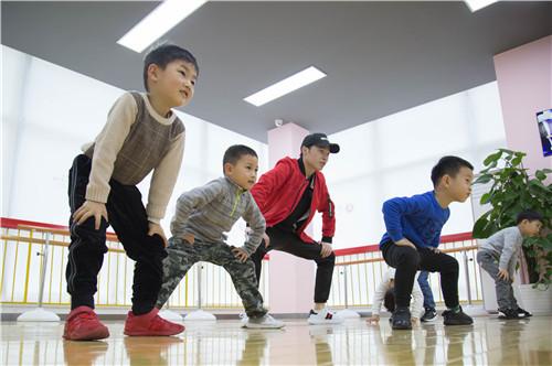 应该让孩子学习少儿街舞吗?