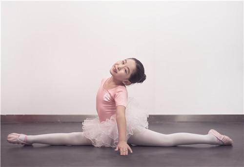 """学习舞蹈一定要""""挑剔"""",一定要努力"""