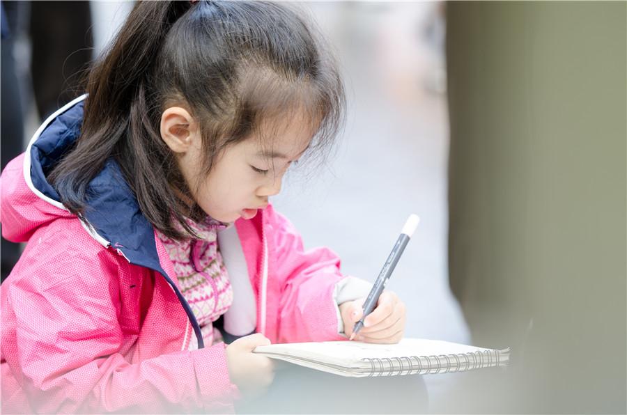 孩子喜欢画画,文化课压力大的情况下,还要不要支持孩子学美术?
