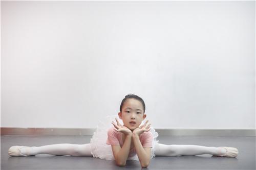 孩子学舞蹈,还能提升孩子的文化素养哦!