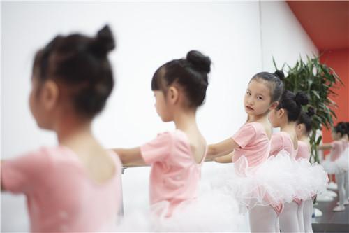 为什么小朋友较为适合学习舞蹈?