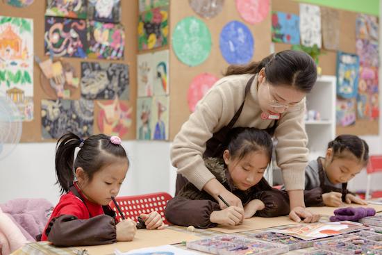 孩子画画把家里搞得又脏又乱,邓超孙俪也有这样的烦恼!