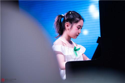 孩子几岁学钢琴比较合适呢?过早过迟都不宜!