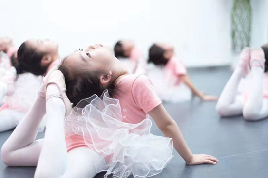 能坚持下来学舞蹈的孩子,都不会太差!